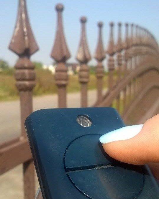 Czy bramę samonośną można zamontować na każdej posesji?
